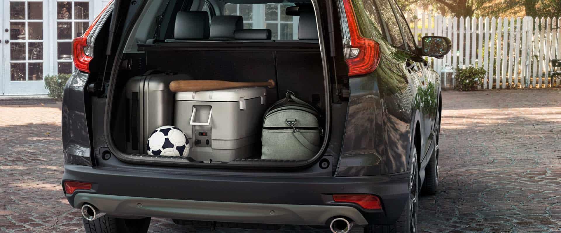 Amplo porta-malas de 522 litros*