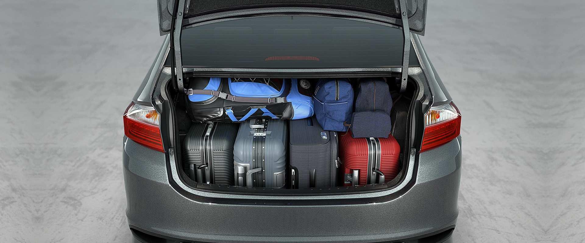 Amplo porta-malas de 536 litros*
