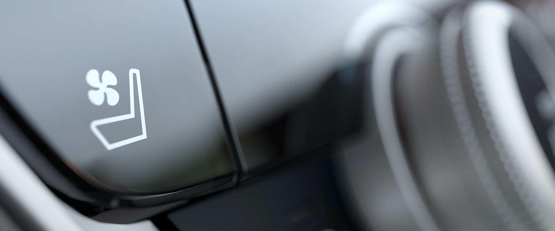 Assentos dianteiros ventilados e com ajustes elétricos