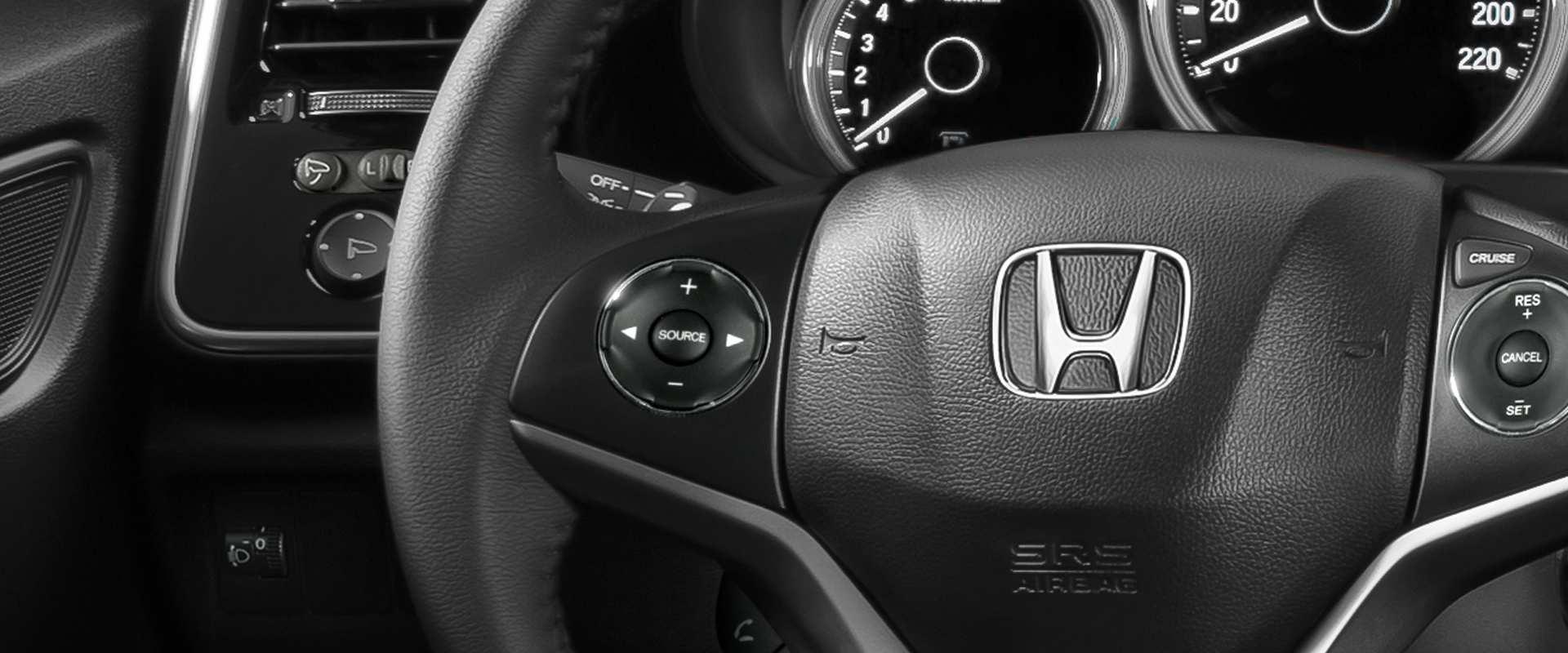 Controles de áudio no volante